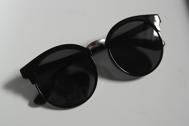 http://www.neejolie.fr/lunettes-soleil-accessoire-bijou-vintage-anti-lentille-ronde-p-26875.html