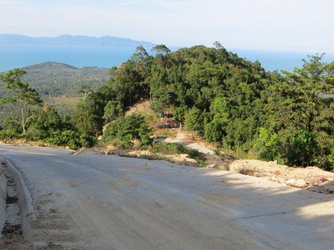 Песок на дороге