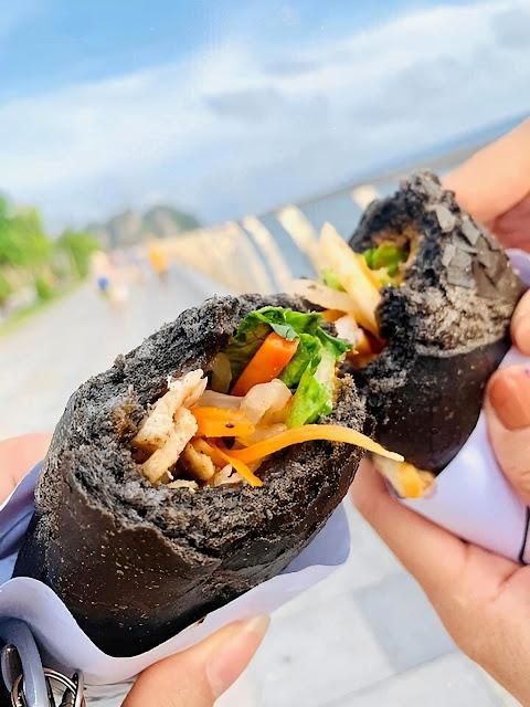 Hot hòn họt những ổ bánh mì có màu đen như than Quảng Ninh