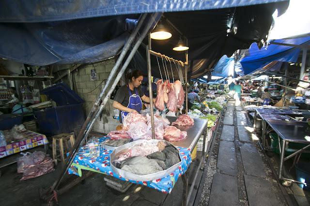 Mercato del treno di Mae Klong