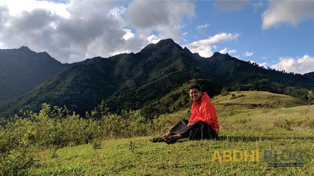 Menikmati Keindahan Dusun Bara Dari Puncak Ce'da
