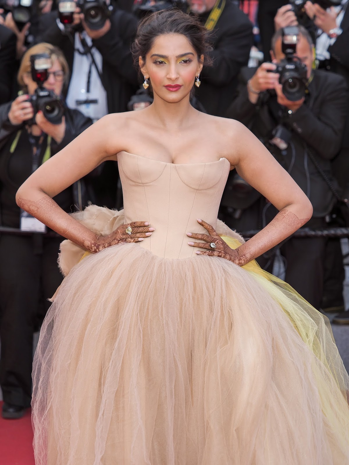 Sonam Kapoor Looks Gorgeous At Solo A Star Wars Story Premiere During 71St Cannes Film -2498