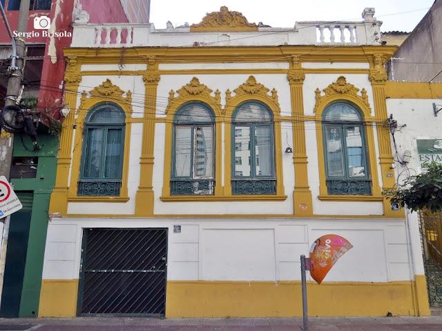 Vista ampla da fachada de um antigo casarão na Rua Aurora - Santa Ifigênia - São Paulo