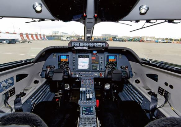 Piaggio P180 Avanti EVO cockpit