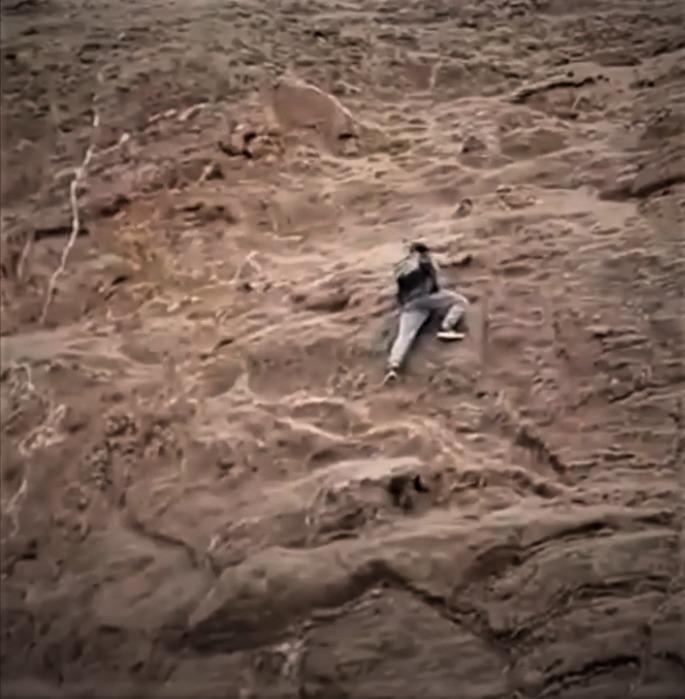 Ladrón queda atrapado a media montaña al huir escalándola