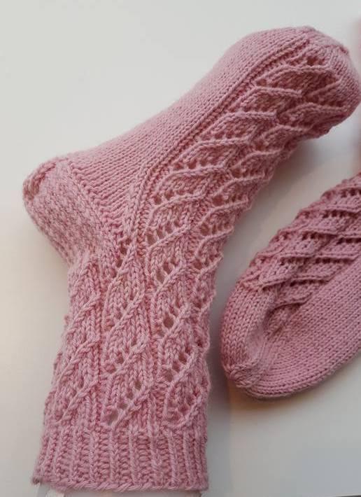 Kaunis sukkamalli on neulottu Kaupunkilanka Rotvallista. b20d30e3f5