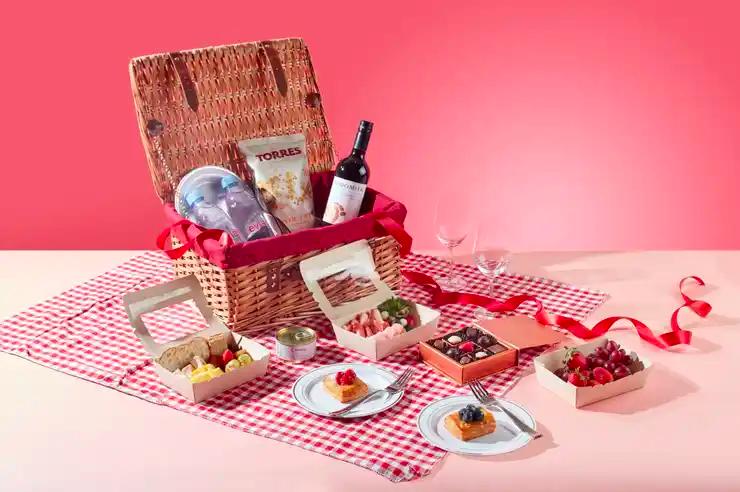 Mandarin Orchard Singapore picnic basket