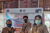 Penyaluran Dana BLT di Desa Tanggari Dikawal Bhabinkamtibmas Polsek Airmadidi