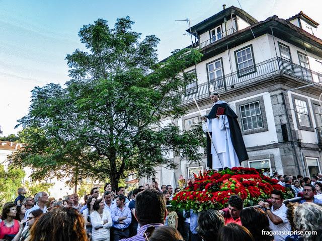 andor de São Gonçalo na procissão que encerra a Festa de São Gonçalo de Amarante, Portugal