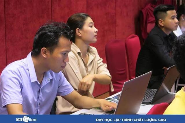 Lớp học lập trình tại NIIT – ICT Hà Nội không hề thiếu các bóng hồng