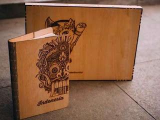 souvenir-cover-buku-kayu.jpg