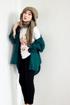 Hana Tajima atampil cantik dan berani hana tajima new hana tajima nibras baju kaos manis celana jeans kekat dan