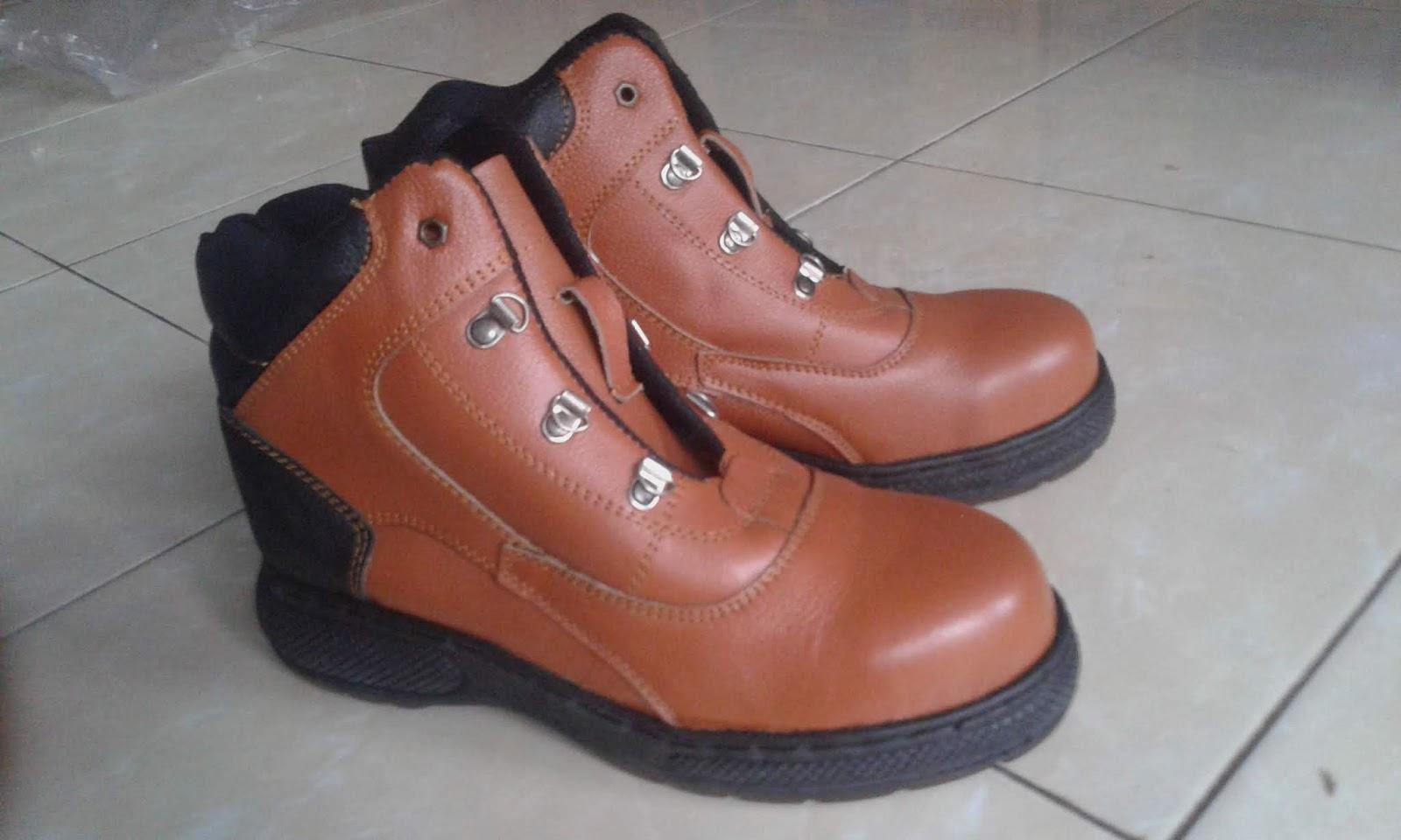 Kami Berkah Mulia Group Melayani Penjualan GROSIR maupun ECERAN model sepatu  safety warna hitam c5b8bca245
