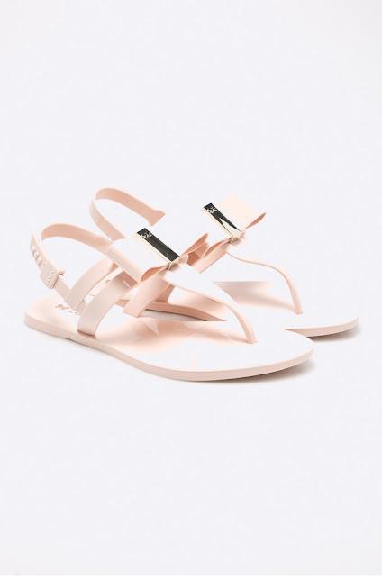 sandale albe de vara cu talpa lejera si detaliu decorativ in fata