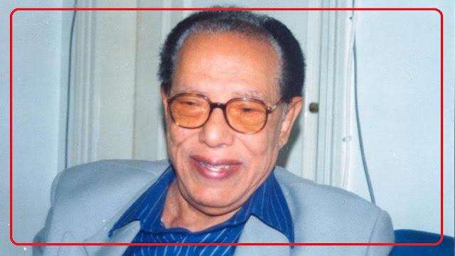 """مصطفى محمود.. عاش 30 عاماً من التأمل حتى جمع بين """"العلم والإيمان"""""""