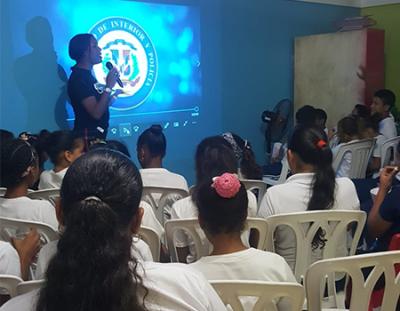 Interior y Policía organiza cinefórum dirigido a estudiantes de Santo Domingo Este