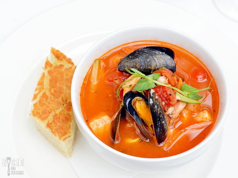 zuppa di pesce, zupa rybna, wloska zupa rybna, zupa rybna z owocami morza, wloska restauracja w krakowie, gdzie zjesc w krakowie, marcelino chleb i wino, oranzeria, restauracja krakow, projekt jana 16, zycie od kuchni