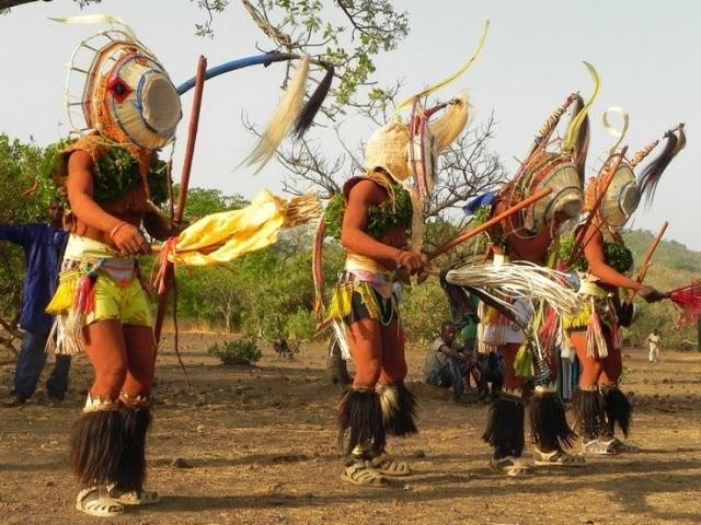 La danse Bassari, partie intégrante de la culture : Danse, culture, tradition, masque, région, Kédougou, ethnie, bassari, musique, chant, festival, événement, spectacle, rythme, LEUKSENEGAL, Dakar, Sénégal, Afrique