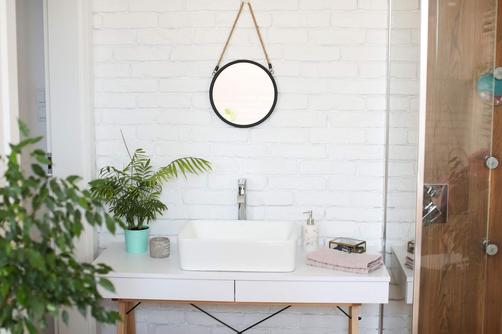 bathroom cabinet for under sink