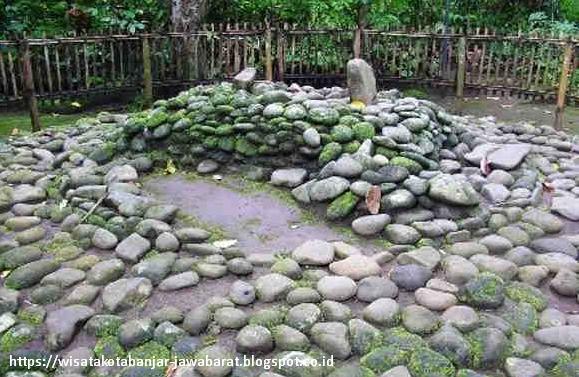 Makam Adipati Panaekan di Karangkamulyan