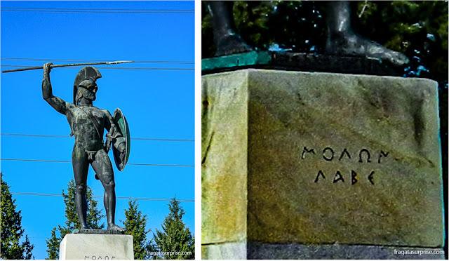 Monumento a Leônidas e os 300 de Esparta no local da Batalha das Termópilas, Grécia