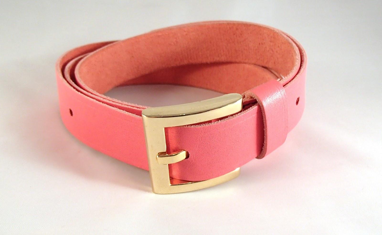 Vue de la ceinture en cuir rose