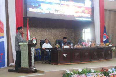 Bupati tengah membuka resmi bursa inovasi desa.
