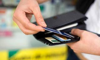 Ιωάννινα:Έκανε τις αγορές του ...με κλεμμένη κάρτα