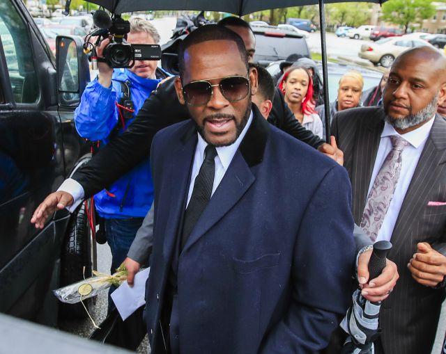 R. Kelly pode ser condenado a até 195 anos de prisão.