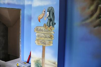 Aranżacja poddasza, pokój chłopca na poddaszu w samochody malowanie na ścianie, Warszawa