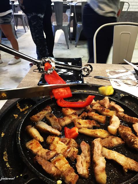 IMG 7265 - 【台中美食】來自韓國的『打啵雞DoubleG』韓國無敵王燒肉串VS熊掌拉麵 滿滿的飽足感稱霸你的胃 @打啵雞 @doubleG @巨大熊掌拉麵 @韓國無敵王燒肉串