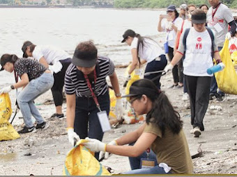 Coca-Cola and Youth for United World join forces in clean-up drive for Manila Bay