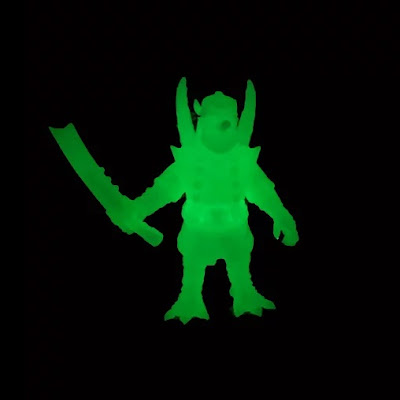 TengHoot Blank Glow in the Dark Edition Vinyl Figure by Motley Miscreations