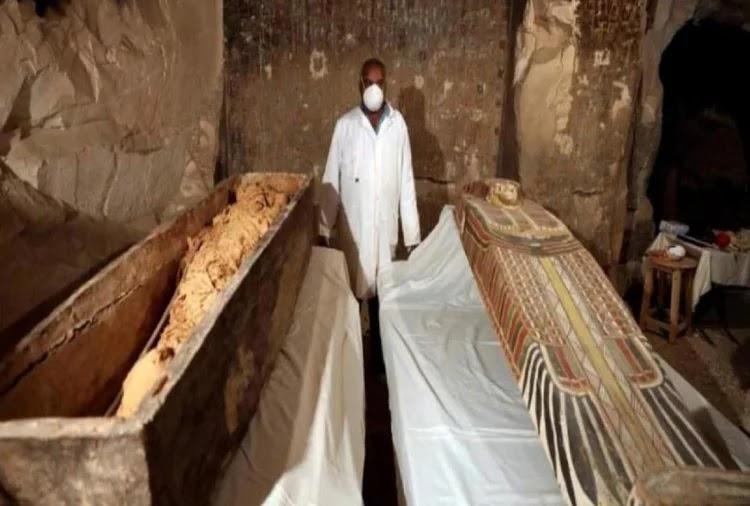 कब्रिस्तान में मिली ढाई हजार साल पुरानी ममी और पौराणिक वस्तुएं, खोज का किया लाइव प्रसारण