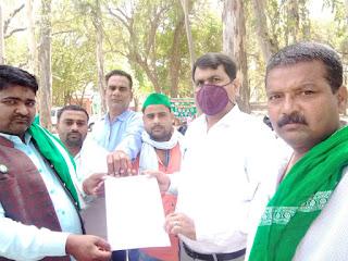 बाराबंकी : भारतीय किसान श्रमिक जनशक्ति यूनियन ने तहसीलदार को सौंपा प्रधानमंत्री को सम्बोधित ज्ञापन