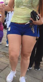 Madura hermosa shorts piernas sexys