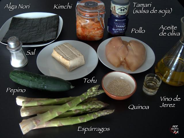 Sushi (maki) con base de quinoa y tofu y aderezado con kimchi, pollo, pepino y espárragos