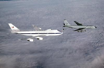 L'aereo del giorno del giudizio può fare rifornimento durante il volo.