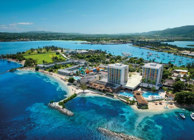Sunscape Splash Montego Bay offers a fun-filled getaway with all of the privileges of Unlimited-Fun®, where everything is included, located on a secluded peninsula in Montego Bay, Jamaica, with over 1,800 feet of powdery beach and overlooking the Caribbean Sea.