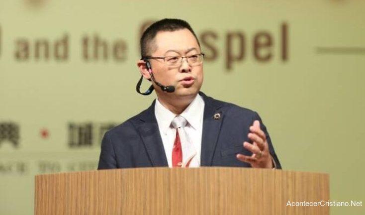 Pastor chino Wang Yi predicando