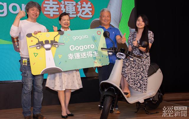 Gogoro抽獎活動持續進行中,至今已有12位民眾中獎,因此,今天的抽獎活動特別邀請幸運得主,來自板橋的張先生到現場