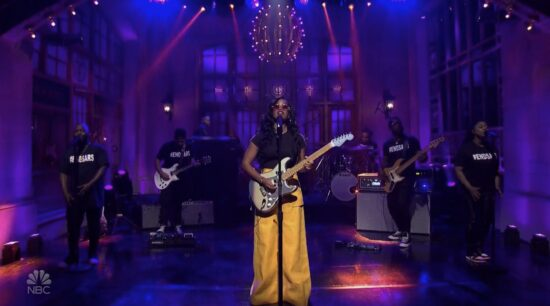 American Singer, H.E.R Dedicates Saturday Night Live Show Performance To #EndSARS Protests #Arewapublisize