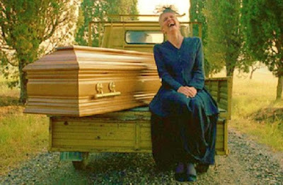 Śmierć powinna była być najszczęśliwszą rzeczą, jaka przytrafiła się komuś po życiu w tym szalonym świecie, ale wielu boi się umrzeć