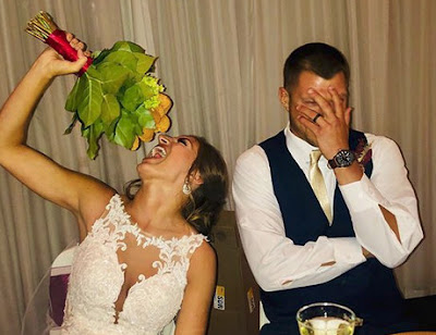 https://www.mirror.co.uk/news/us-news/maid-honour-surprises-bride-wedding-20644495?fbclid=IwAR1OKwMYX6pSfFciPB7cKVTLI0oy6pwNxONvEMjFmfknUzFnYn34QUJdP68