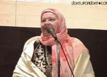 Wanita Atheis Asal Skotlandia Masuk Islam