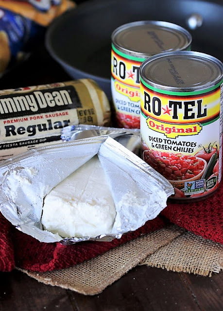 3-Ingredient Sausage Queso Dip Ingredients Image