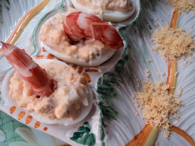 Huevos rellenos de langostinos receta casera