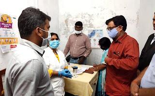 जिलाधिकारी ने कोविड-19 वैक्सीनेशन कार्य का किया औचक निरीक्षण | #NayaSaberaNetwork