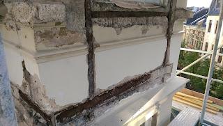 Altbau Stahlträger Stahlstützen Rost freigelegt Fassadensanierung Belz Stuck