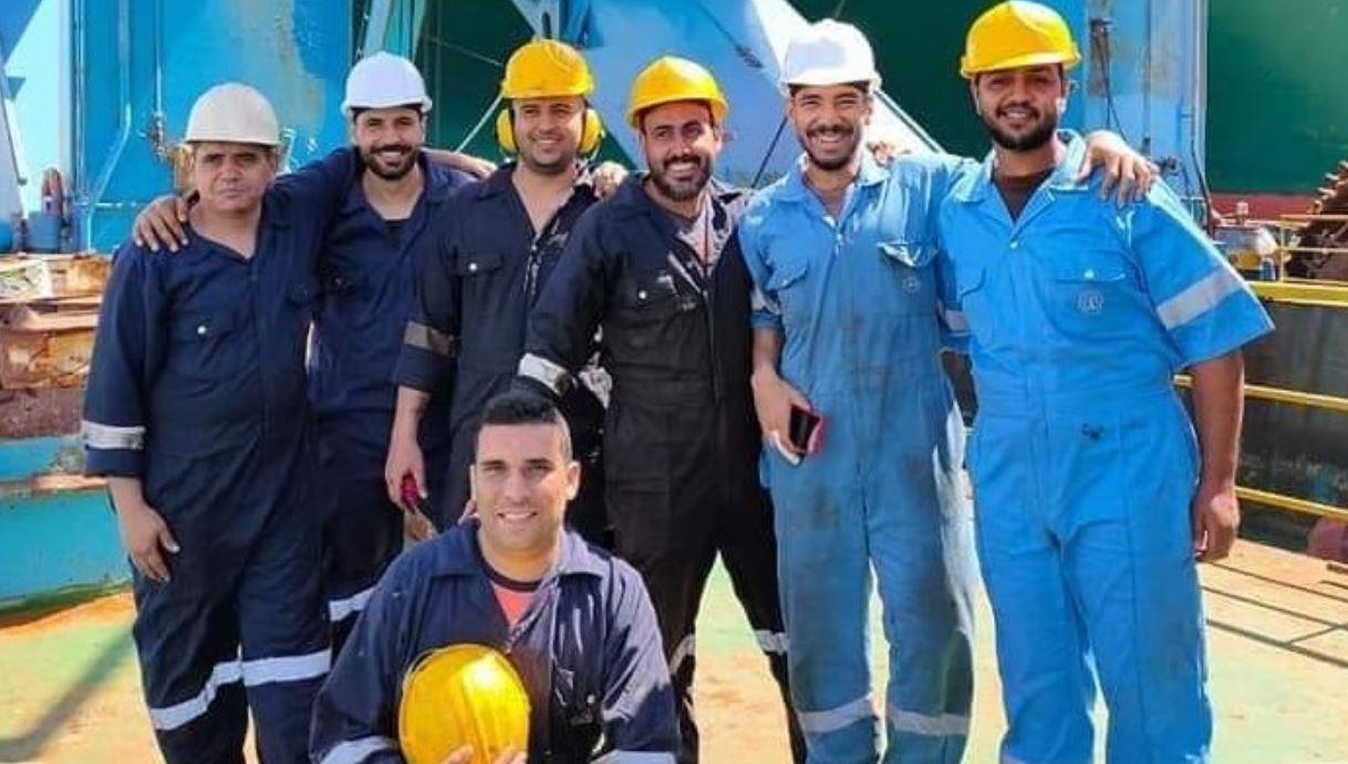 """ملحمة مصرية جديدة وفرحة العاملين في قناة السويس بتعويم السفينة الجانحة """"إيفر غيفن"""""""